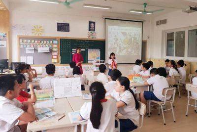 Thú vị giờ học giáo dục địa phương: Học trò được ra vườn cà phê, trồng rau, hát quan họ…